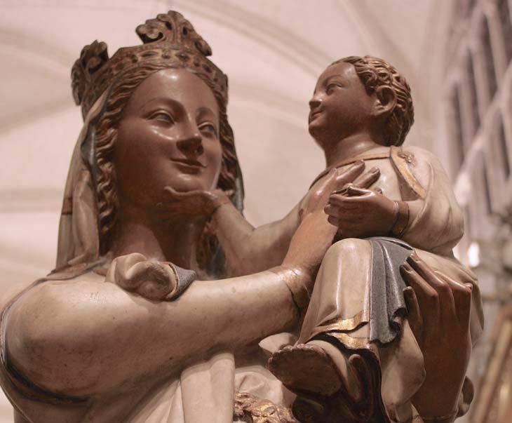 La Virgen Blanca con el niño