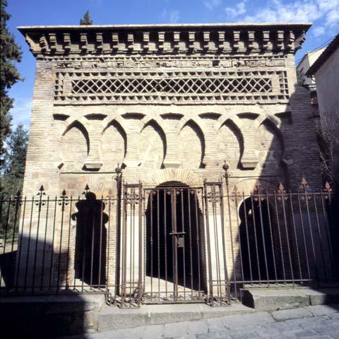 Exterior de la Mezquita de Bab al Mardún o del Cristo de la Luz