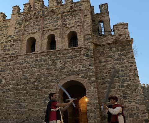 Espadachines en la puerta de la muralla de Bad al-Sagra la vieja