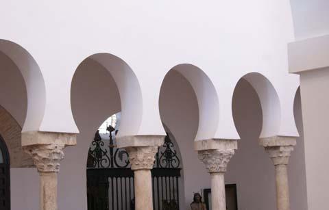Arquería de la antigua mezquita de San Salvador